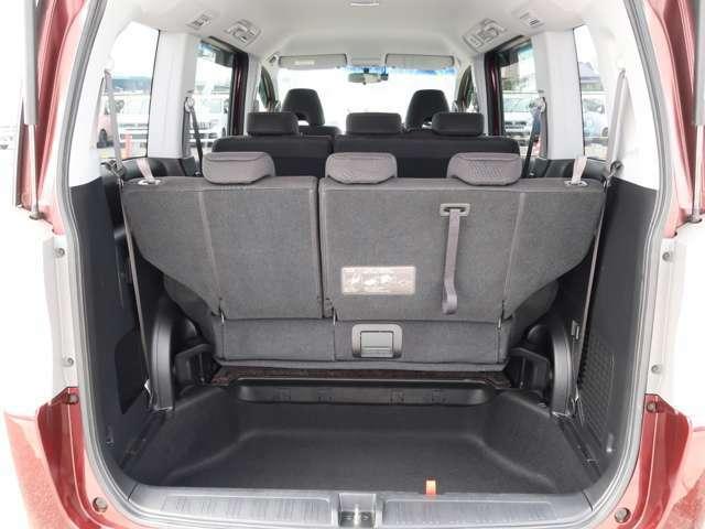 荷室は容量の大きさだけではなく、開口部の低さにもこだわっています。重いものを高く持ち上げる必要がないので、荷物の積み込みがスムーズにできますね。