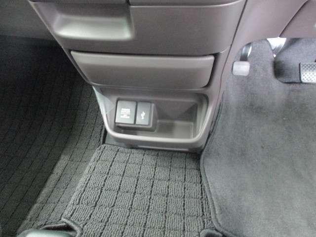 USBチャージャーで携帯電話の充電も出来ます。