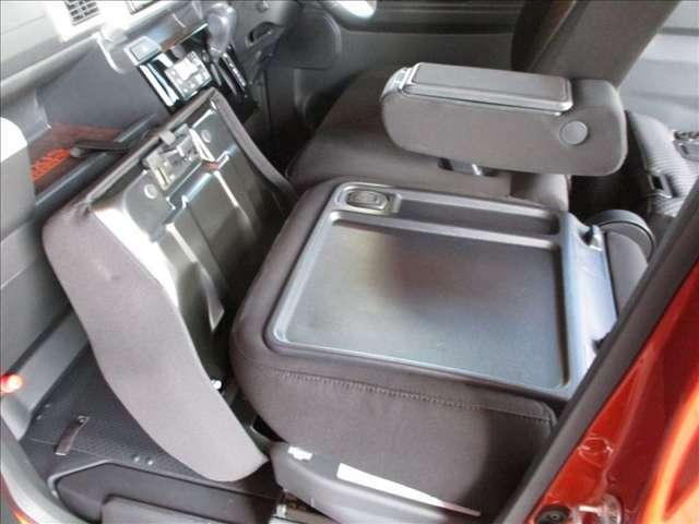助手席シートも畳む事ができ荷室とフラットにつながります♪