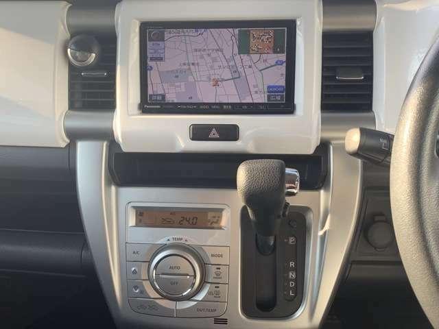 社外SDナビ(ストラーダ/CN-R300D) 申し分の無い機能が満載です! フルセグテレビ(走行中可能)、バックカメラ、DVD再生、CD録音再生、ブルートゥース、スマートフォンやアイフォン連携などなど