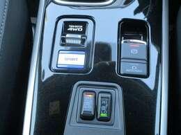 フロアコンソールには、電動パーキングブレーキやフロントシートヒーターを配置!