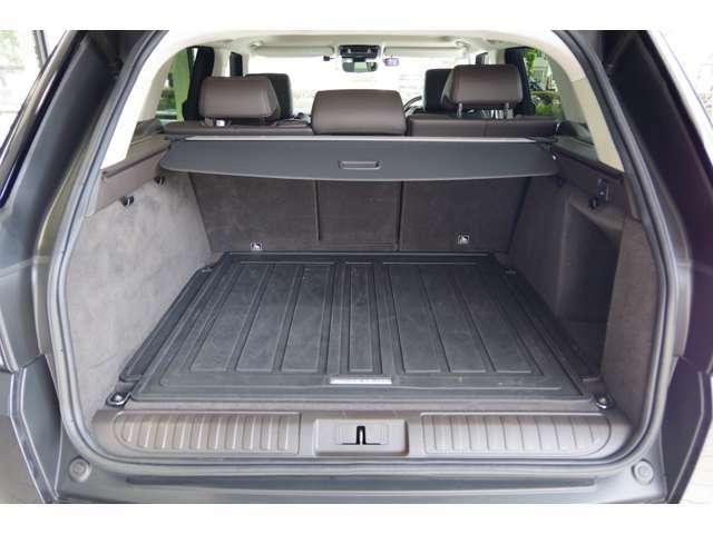 トランクの容量は必要十分なためキャンプなど荷物が多い場面でも安心して積み込みができます♪
