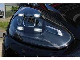純正オプションのLEDヘッドライト(PDLS付き)装備