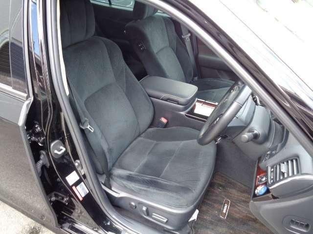 前席パワーシート・サイド、カーテンエアバッグ装備・メモリー付きパワーシート・シートヒーター・ステアリングヒーター装備