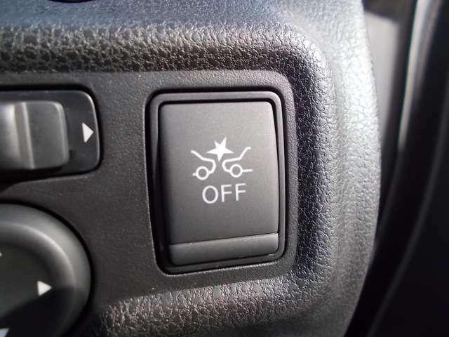 衝突被害軽減ブレーキ機能搭載!衝突の可能性が高まるとメーター内の警告灯やブザーでお知らせ。万一、ドライバーが安全に減速できなかった場合には、自動的に緊急ブレーキを作動させて衝突を回避。