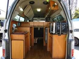 リアスペース♪中央にスペースを取り、荷物の積載と収納のバランスを考えたリヤスペースとなっております。