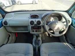 ◆大きなフロントガラスと程よいアイポイント位置で見晴らしの良い運転席です!◆