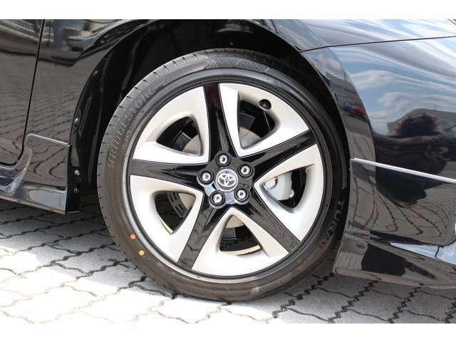 国産タイヤのツーリング専用17インチアルミホイールです。社外ホイールに変更いかがでしょうか?