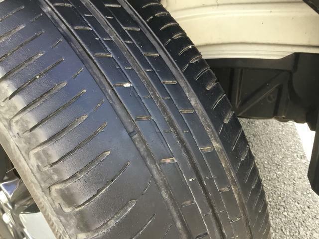 タイヤ溝もしっかり残ってます。