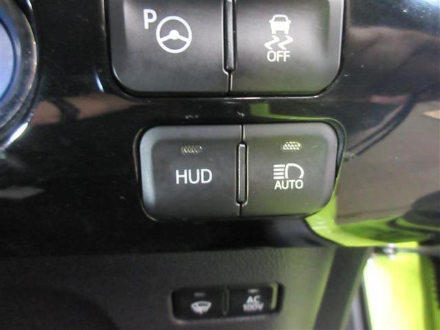 スピードメーター表示をフロントガラスに投影してくれるヘッドアップディスプレイ装備しています