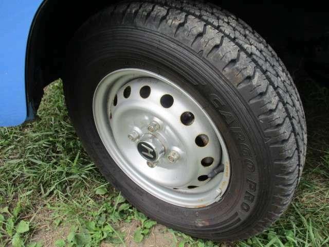 タイヤサイズは、145R12-6PRです。