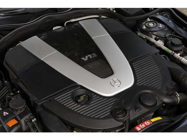 5.5リットルV型12気筒ツインターボエンジンは、カタログ値で517ps、最大トルク84.6kgを発揮