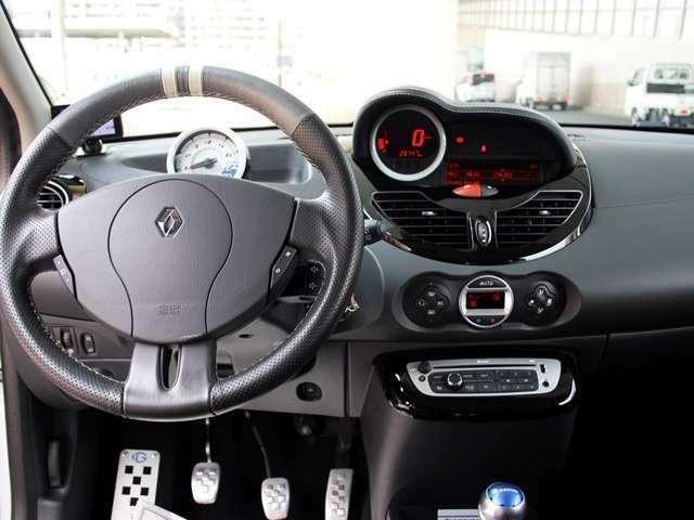 インパネ周りも視認性が良く、操作性も良いデザインで運転しやすいです。