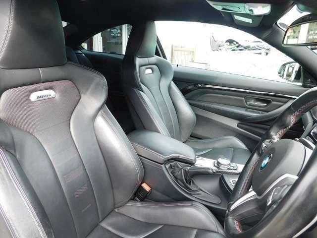 シートヒーター付きのシートはホールド感に優れています。