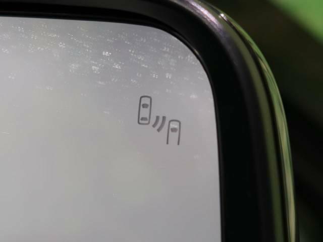 【ブラインドスポットワーニング】死角の車を警告してくれるのと車線変更時に近づいてくる車も検出して警告してくれます。車線変更時も安心ですね☆