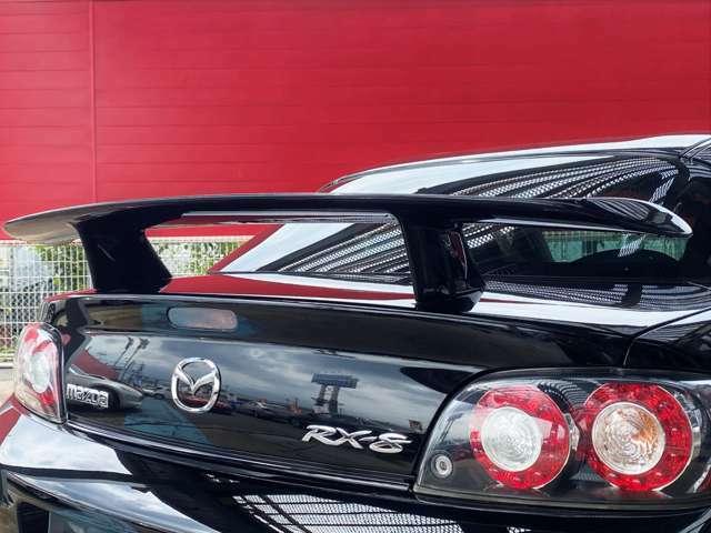 高機能と走りの意思をアピールするオートエグゼリアウィングは空力抵抗を減らし、燃費効率もUPします。