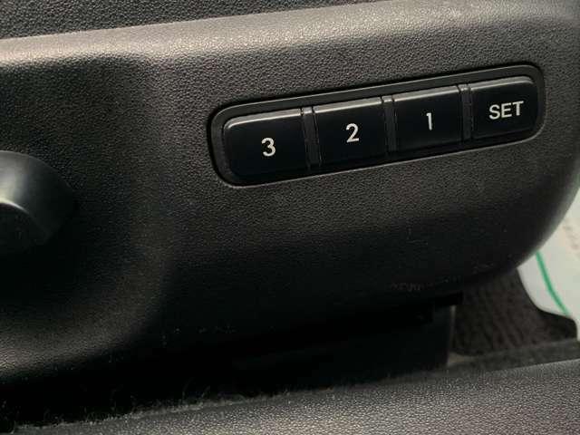 シートメモリー機能がついているので、他の方が運転してもボタン1つで、自分好みの位置に戻すことができて便利です。