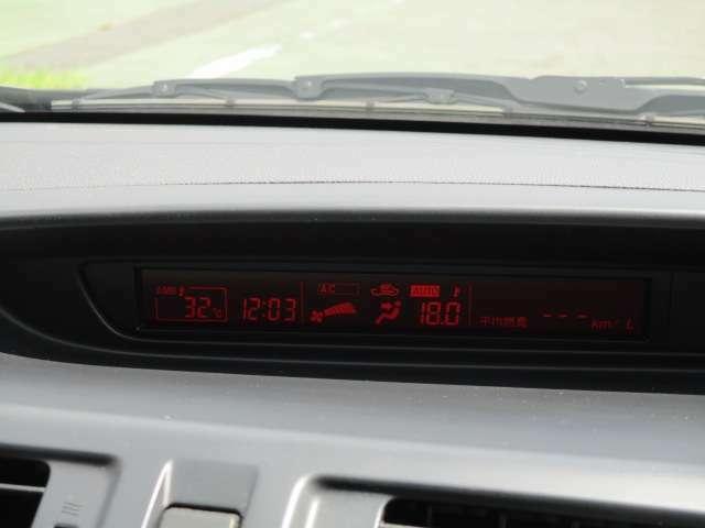 インフォメーションセンターディスプレイ、時計、外気温表示、エアコン表示、トリップメーター等の表示パネルです