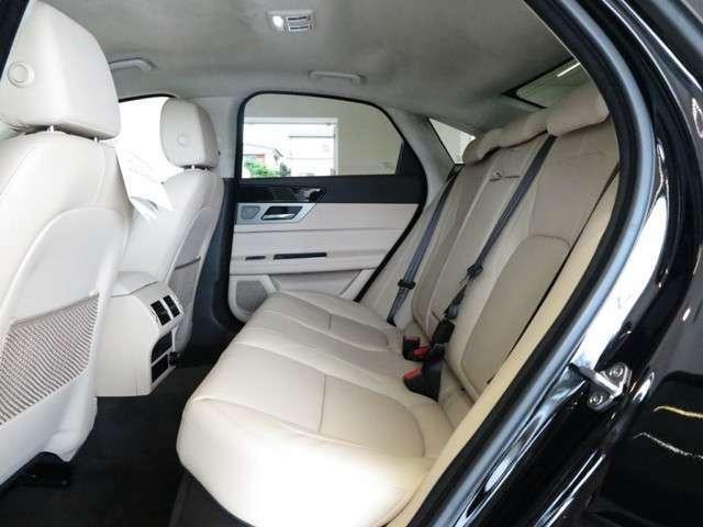 後部座席もゆったり座れるように設計されており、長距離でも疲れにくくゆっくりくつろいでご乗車頂けます。