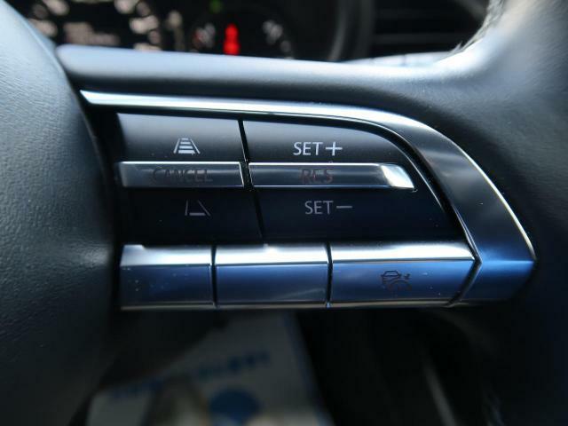 【レーダークルーズコントロール】機能が搭載されております。ロングドライブも快適です!