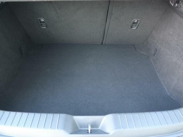 ラゲッジルームは、大容量のスペースを確保しております。