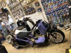 車の販売以外にもUSDMバイクも製作、販売も行っております! US純正、USアフターパーツも多数在庫しております!