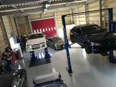 新車や中古車の販売、修理や鈑金塗装、車検や整備、保険などお車に関する事は何でもお任せ下さい!
