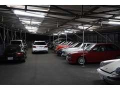 全車屋根下保管でお預かりしているお車の管理にも拘っています。