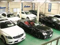 ★屋内展示場!お天気を気にせずお車をご覧頂けます!外車、国産車を多数展示しております!オートローン3.9%~ご利用可能です!