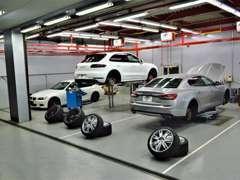 自社整備工場完備!!車検・点検整備・アフターパーツの取付なども行っております。