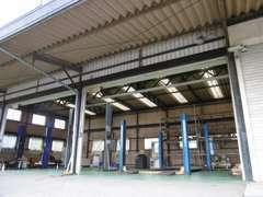 ▲自社工場を併設しております。納車前の点検整備はもちろん、日常のメンテナンスや車検もお任せください!