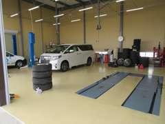 【指定工場完備】リフト常設でオイル・タイヤ交換はお任せ下さい