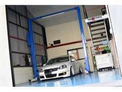 自社整備工場完備で、車両販売から、購入後の普段のメンテナンスや車検!鈑金やカスタムまで任せて下さい!
