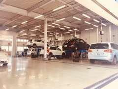 整備工場完備です。ご購入後のカーライフサポートも私達にお任せください。