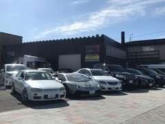 コン色の倉庫外観と黄色い看板が目印です☆北海道札幌市北区篠路1条9-1-12