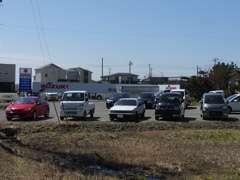 当社は秋田県三種町に御座います。国道7号線沿い、秋田道八竜インターから南に車で5分です。
