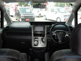 後部座席も足元ユッタリ♪長時間の運転も疲労が溜まりにくく、快適なドライブが楽しめますヨ!!