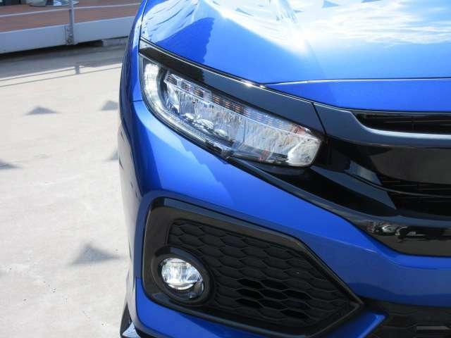 FKモデルより採用されたLEDヘッドライトユニット♪ 先進的なデザインで、フロント周りがスタイリッシュな仕上がりになっております♪