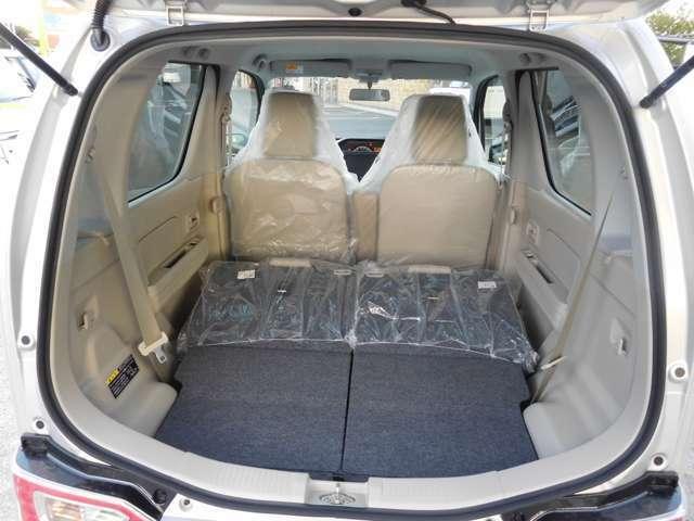 ☆フラットシート☆後部座席を倒すとフラットになる為、たくさんのお荷物や大きなお荷物を積むときに便利です!