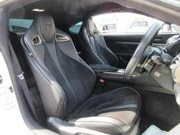 専用インテリア&専用ブラック本革シート付♪ グレード専用のスポーツシートでホールド性も高く、より快適な走行をサポートしてくれます♪