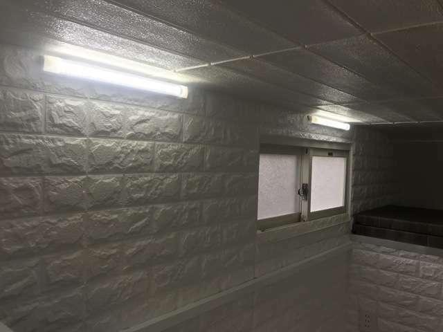 LED照明も2個付いて夜も明るく過ごせます