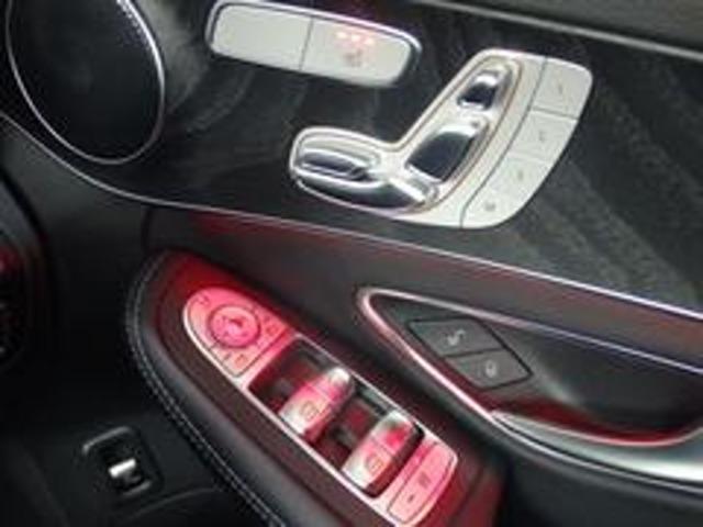 運転席にはメモリー付きパワーシートを装備。シートポジションを電動で調整可能です。