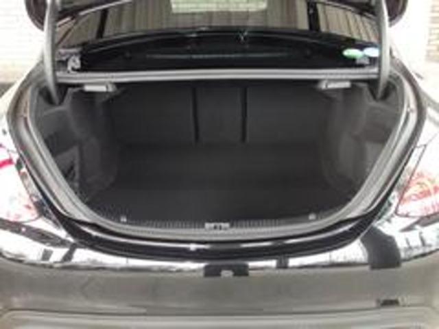 大きな開口部、フラットなフロア形状で便利に使えるトランクルームです。