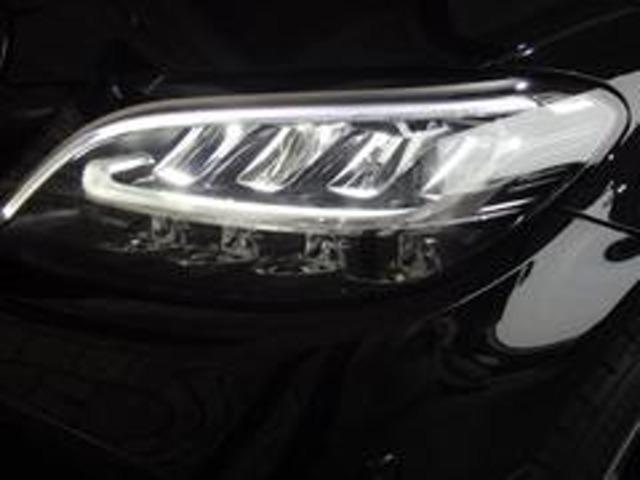 ヘッドライトとリアコンビネーションランプのすべてにLEDが使用されています。長寿命・低消費電力、良好な視認性を確保します。