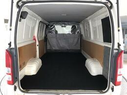 大容量の荷室!長尺の荷物も楽々積載可能です。新品フロアマット取付しております。