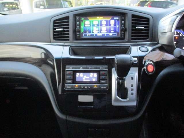 純正ナビにリアカメラ付Bluetooth、USB接続も出来ます。ドライブレコーダーも付いてます。