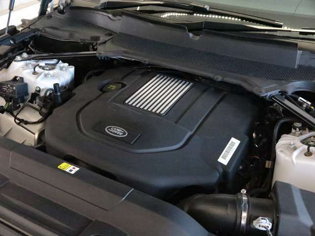3.0L V6 DIESELエンジンを搭載、258ps(190kW)/3750rpmを発揮。3L DIESELはシリーズの中でも定評があり、静音性やトルク、そして燃費性能に高い評価をいただいております。