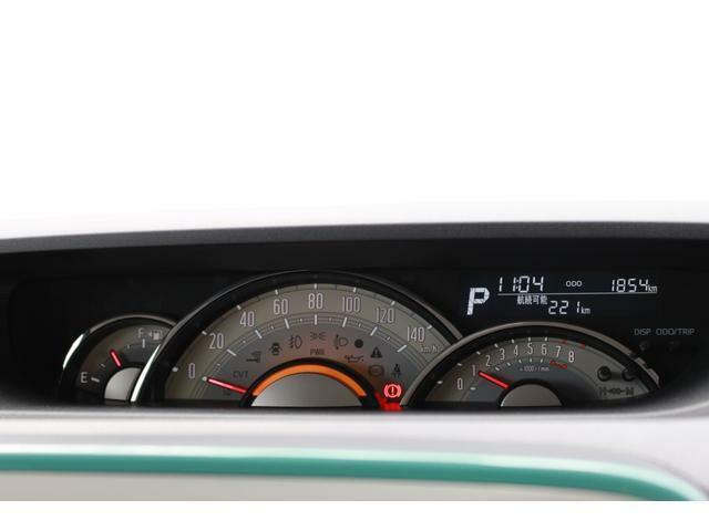 メーターディスプレイは燃費のいい運転を知らせてくれるエコドライブアシスト照明も付いています。
