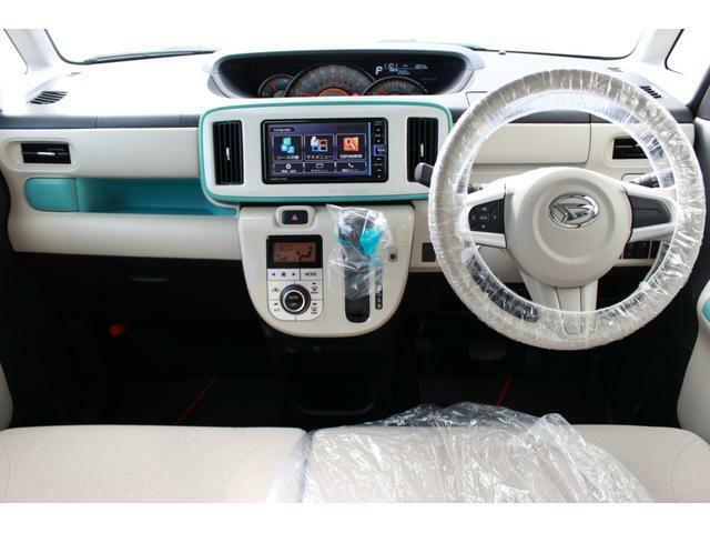 スッキリしたデザインと白いパネルで車内が明るいイメージです♪