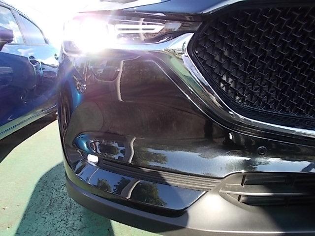 LEDヘッドライト装備で夜間での視界をしっかり確保しています。安心・快適なドライブをゆっくりお楽しみ下さい。